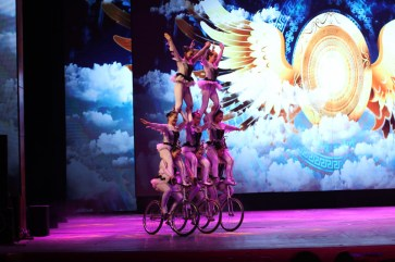 china-urlaub-erfahrungen-peking-drums-bells-tower-theater-artisten-show-6