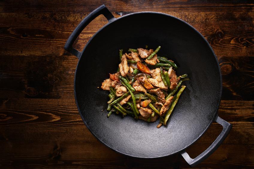 que cuisine t on dans un wok fraiche decoupe