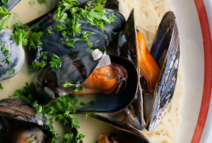 mussels with shallot cream sauce