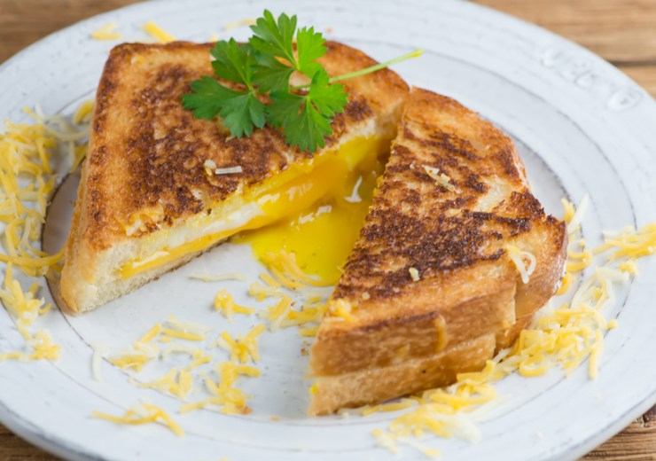 easy creamy grilled egg and cheese breakfast sandwiches