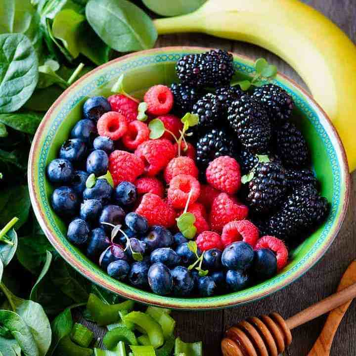 Vegan_Spinach_Berry_Smoothie