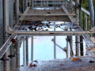 Échafaudage résistant aux intempéries fixe roulant homologation normes sécurité vent pluie neige orage