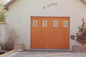 portes de garage traditionnelles en pvc