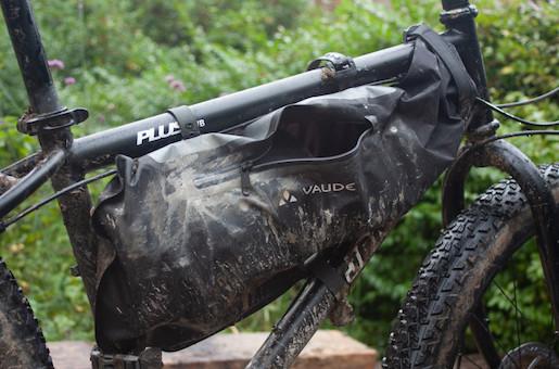 sacoche sur cadre vélo