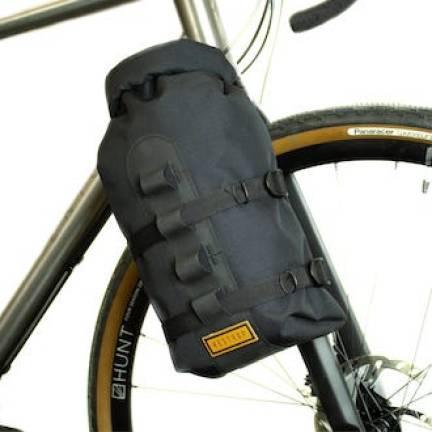 sacoche sur fourche de vélo