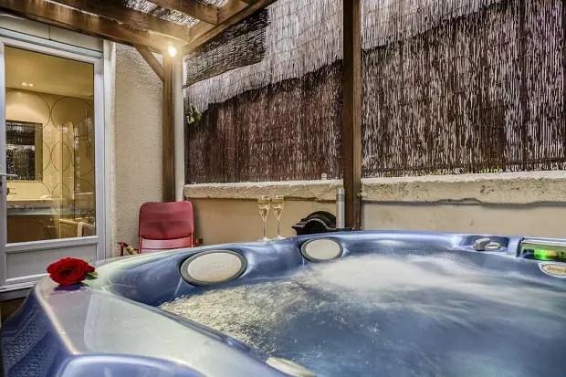 Top 10 Hotels Avec Un Jacuzzi Bain A Remous Privatif A Paris