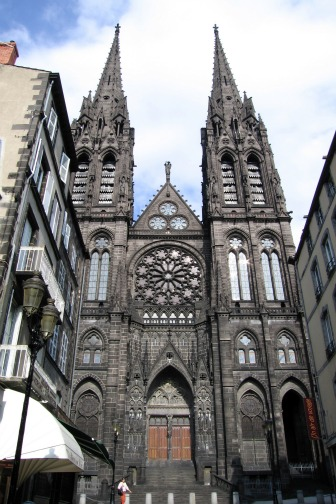 Clermont-Ferrand-cathedral-3
