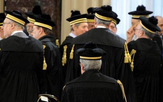 Compravendita di sentenze: arrestati quattro giudici, il Pm Nicastro è indagato