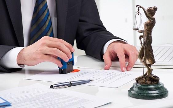 Fuscaldo, noto avvocato imputato per tentata truffa ai danni del suo ex assistito