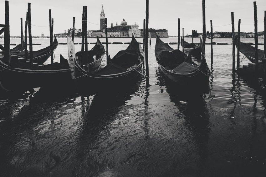 Venice photographer / Sunrise in Piazza San Marco on Gondolas