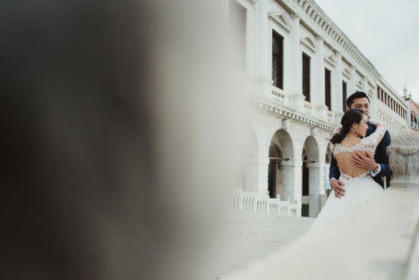 venice wedding photographer / sunrise pre wedding / bridal couple intimate portrait