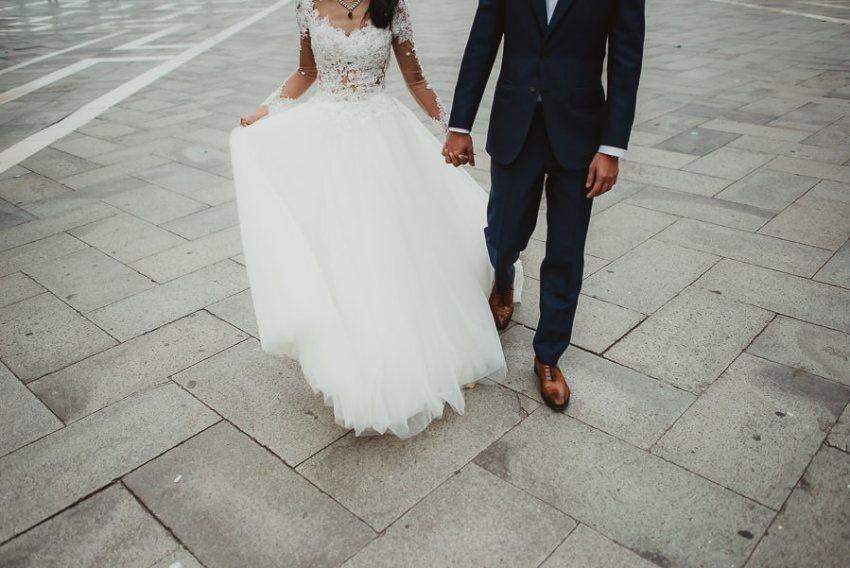 venice wedding photographer / sunrise pre wedding / intimate bride groom stand up in venice