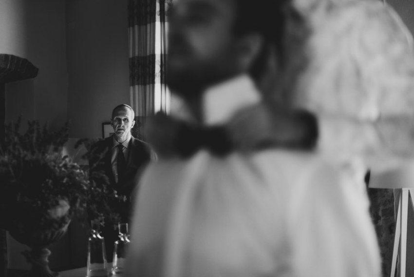 get married in Cortona Villa groom getting ready