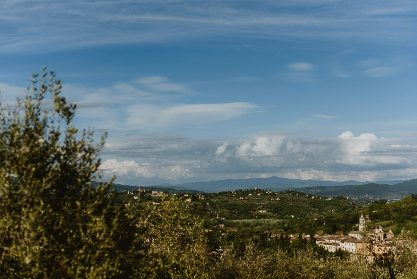 Pre Wedding Photography Italy tuscan countryside natural relaxed