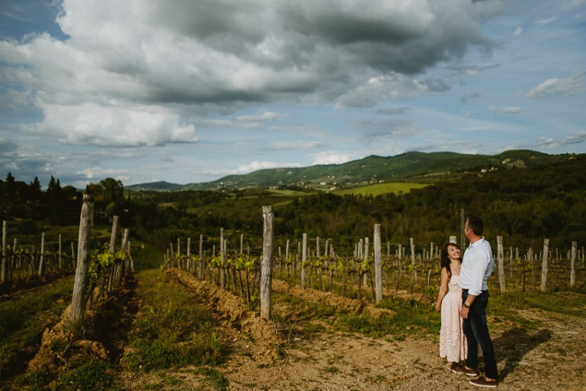 Couple romantic portrait photography florence tuscan countryside