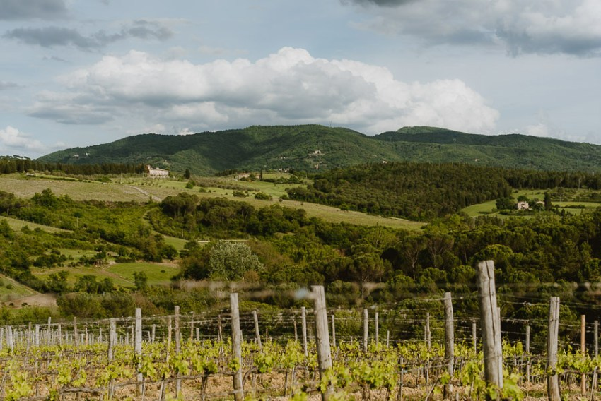 Couple modern portrait photography florence tuscan vineyard