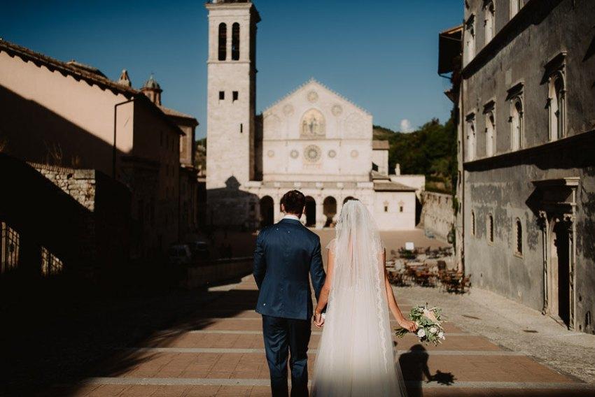 luxury wedding photographer umbria italy outdoor brunch
