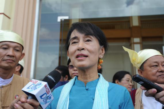 Aung San Suu Kyi à sa sortie du parlement à Naypyidaw (Birmanie), le 10 juillet 2012.