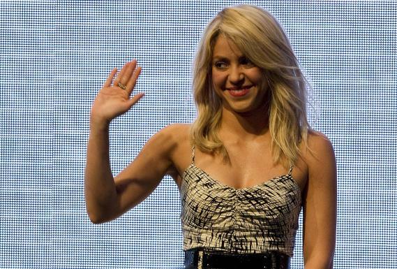 La chanteuse colombienne Shakira donne un discours durant le sommet des Amériques à Carthagène des Indes(Colombie), le 13 avril 2012.