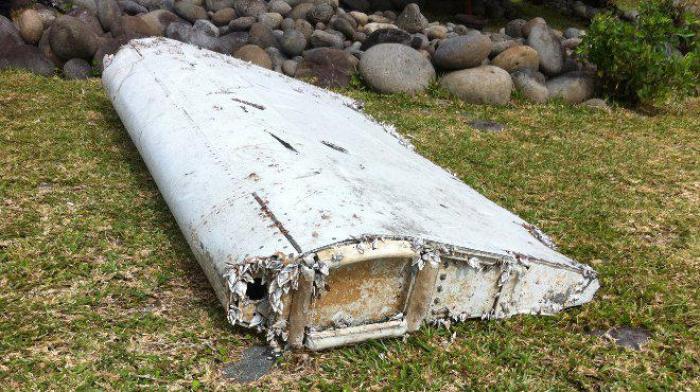 Un morceau de ce qui semble être une aile d'avion a été retrouvé le 28 juillet 2015 sur le littoral de Saint-André de La Réunion.