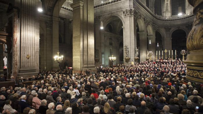 Messe de Noël : des musulmans assurent la sécurité pour des catholiques