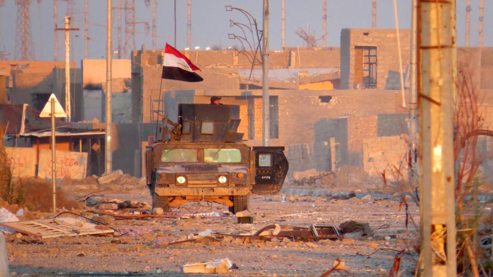 Un véhicule des forces irakiennes antiterroristes circule dans une rue de Ramadi, le 25 décembre 2015.
