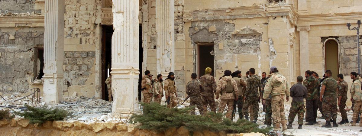 Des soldats syriens à Palmyre (Syrie), le 24 mars 2016.