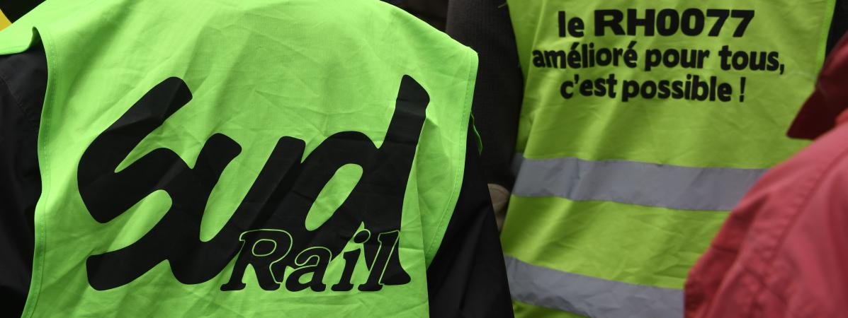 Des syndicalistes de SUD-rail, à Rennes, le 2 juin 2016.