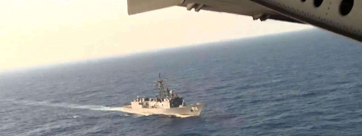 Un bâtiment de la marine égyptienne recherche l'épave du vol d'Egyptair, le 20 mai 2016 en mer Méditerranée.