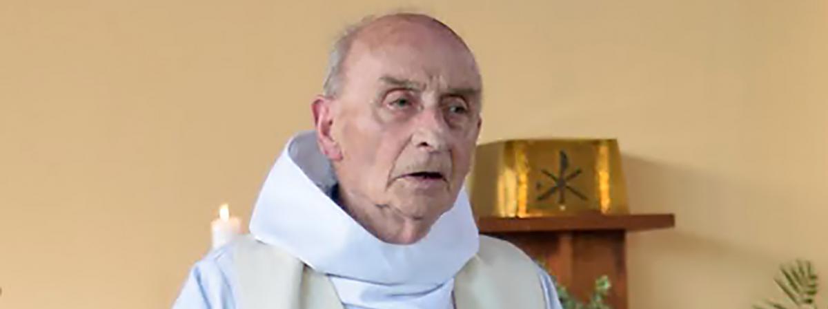 Le père Jacques Hamel, prêtre assassiné le26 juillet 2016 à Saint-Etienne-du-Rouvray (Seine-Maritime), lors d'une messe célébrée dans son église le 11 juin 2016.