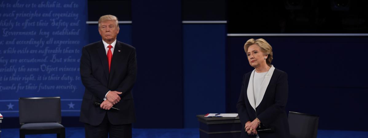 Donald Trump et Hillary Clinton, candidats à la Maison Blanche, lors du deuxième débat présidentiel, à Saint-Louis (Etats-Unis), le 9 octobre 2016.