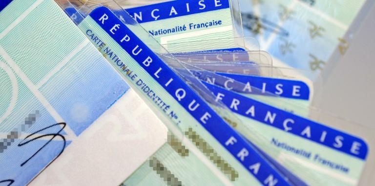 Le fichierTES réunit dans un même fichier les données (identité, adresse, empreintes, photo,…) des détenteurs d\'une carte nationale d\'identité ainsi que des Français qui possèdent un passeport.