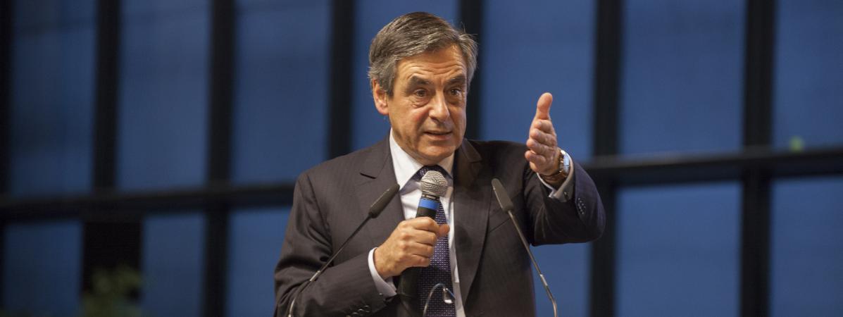 François Fillon lors d\'un meeting à Courbevoie (Hauts-de-Seine), le 15 octobre 2016.