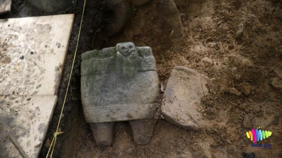 Une des sculptures découvertes lors des fouilles, le 12 janvier 2016.