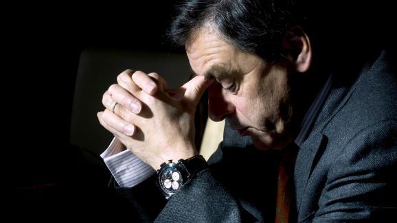 François Fillon pose avec sa montre Scuderia Ventidue, de la marque Instruments et Mesures du Temps, offerte par Pablo Victor Dana, le 31 janvier 2009, à Matignon, à Paris.