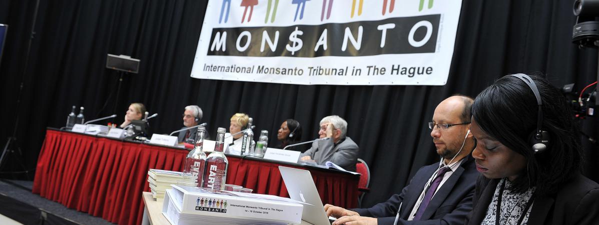 Le tribunal Monsanto s\'est réuni, les 14 et 16 octobre 2016, à La Haye au Pays-Bas, pour juger de l\'impact de la firme agrochimique sur la santé et l\'environnement