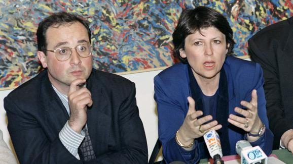 François Hollande et l\'ancienne ministre du Travail, Martine Aubry, lancent lemouvement Combat pour l\'espoir à gauche, lors d\'une conférence de presseen avril 1993à Paris.