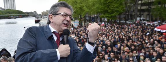 Jean-Luc Mélenchon prononce un discours à Paris, le 17 avril 2017.