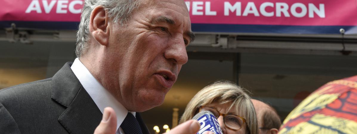 Le ministre de la Justice, François Bayrou, le 13 juin 2017 à Béthune (Pas-de-Calais), lors d\'une visite de soutien à la candidate La République en marche aux législatives,Marguerite Deprez-Audebert.