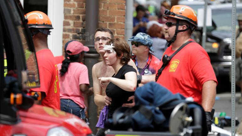 Une femme blessée, après qu\'une voiture a foncé sur la foule à Charlottesville (Virginie), le 12 août 2017.