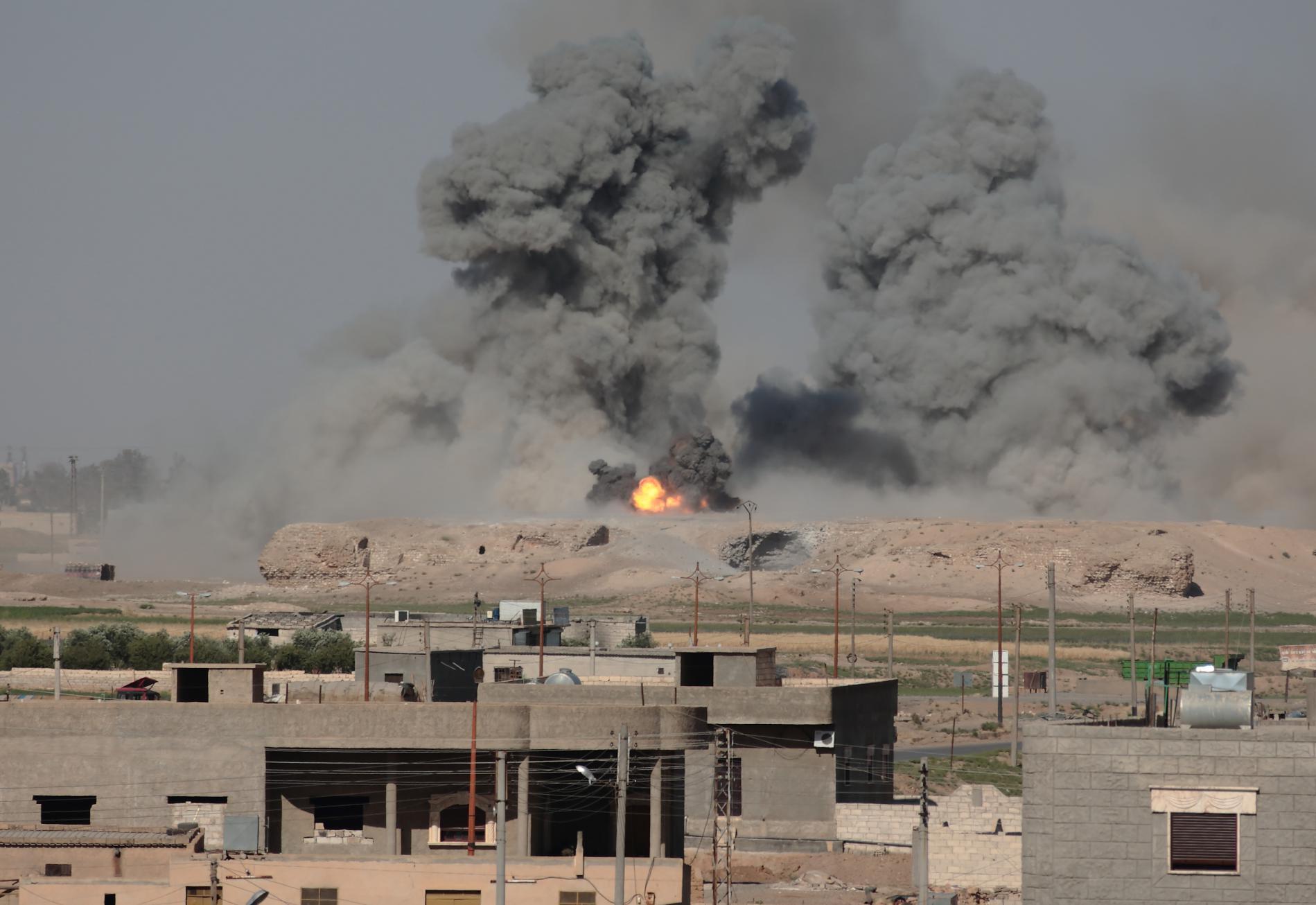 Les faubourgs de Raqqa (Syrie) bombarbés, le 6 juin 2017.