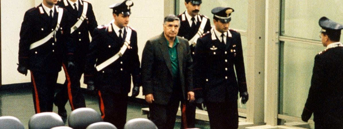 Salvatore TotoRiina, lors d\'un procès, en Italie, dans les années 1990width=