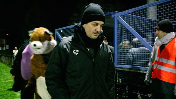 Francis Lalanne, président du club de Fresnoy-le-Grand (Aisne), lors d\'un match de Coupe de France contre Avion (Pas-de-Calais), le 22 novembre 2008.