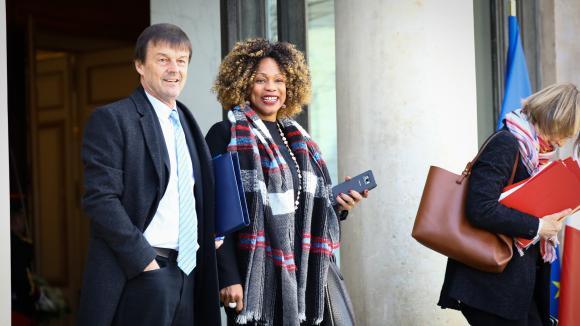Nicolas Hulot et Laura Flessel, tous deux ministres démissionnaires (ici sur le perron de l\'Elysée, à Paris, le 21 mars 2018).