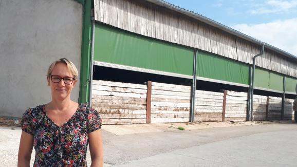 L\'exploitation en milieu confiné deChristine Maire, éleveuse porcine à Herméville-En-Woëvre,est moins sujette à une contamination extérieure.