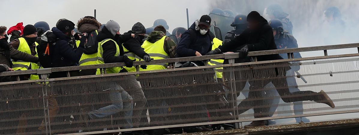 """Passerelle Léopold-Sédar-Senghor à Paris, le 5 janvier 2018, lors de \""""l\'acte8\"""" du mouvement des \""""gilets jaunes\"""";"""