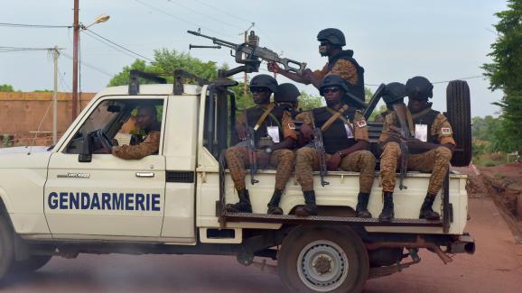 Une patrouille de gendarmerie dans les rues d\'Ouhigouya au nord du Burkina Faso le 5 novembre 2018.