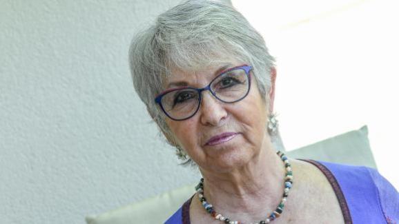 Anne-Marie Mariani-Jarzac, fille d\'un prêtre et d\'une religieuse, présidente de l\'association Enfants du silence, pose à Crolles (Isère), le 24 mai 2019.