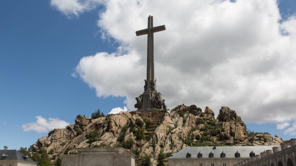 """L\'abbaye bénédictine située derrière la façade principale du \""""Valle de losCaídos\"""", mercredi 5 juin 2019."""
