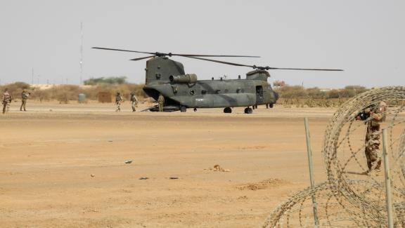 Faute d\'hélicoptères lourds, la force arkhane compte sur les Chinook de l\'Armée britannique.